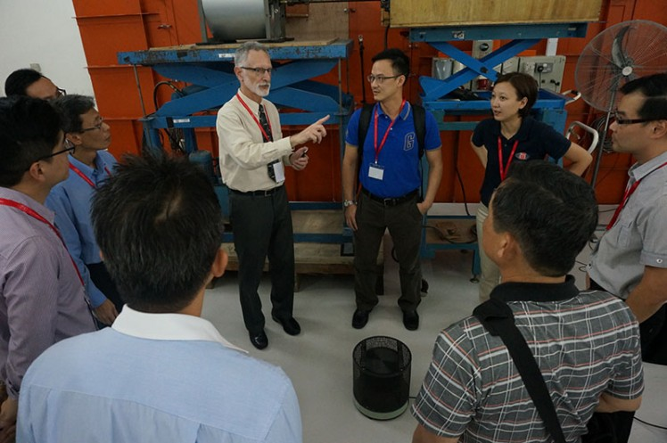 Sound Seminar 2015: Mr Schaffer Explaining at Asia AMCA Lab