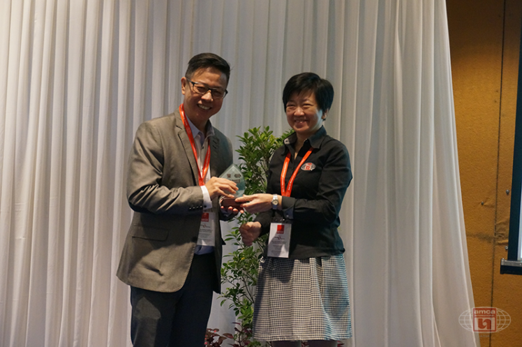 Asia AMCA Annual Regional Meeting 2016: Presenting a Token to Mr Francis Lee