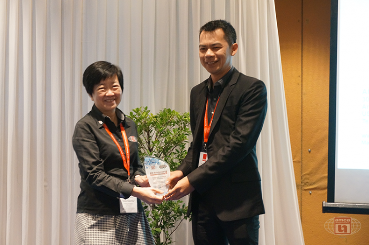 Asia AMCA Annual Regional Meeting 2016: Presenting a Token to Sponsor Artith