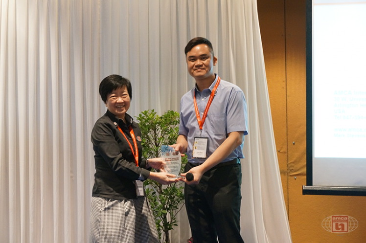 Asia AMCA Annual Regional Meeting 2016: Presenting a Token to Sponsor Prefco-JohnsonTech