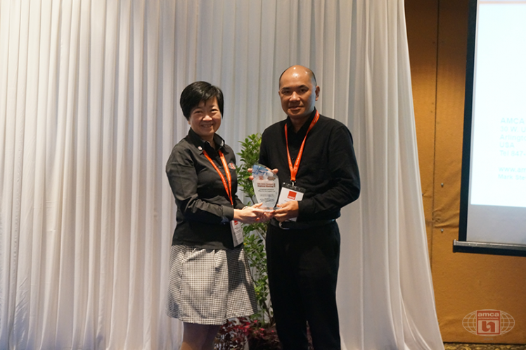 Asia AMCA Annual Regional Meeting 2016: Presenting a Token to Sponsor WingTon