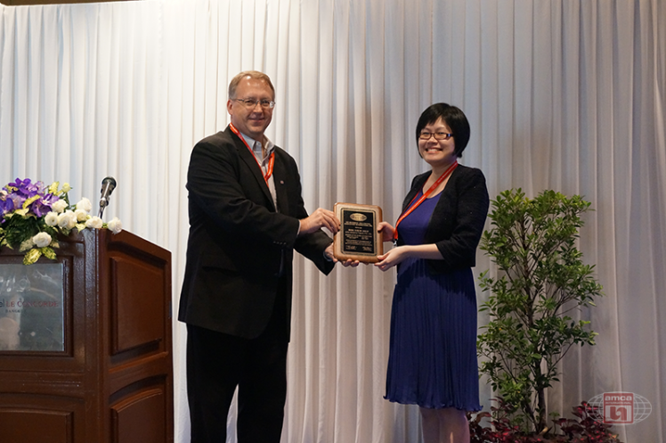 Asia AMCA Annual Regional Meeting 2016: Presenting a Token to Siew Hup