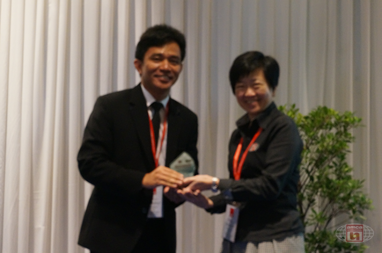 Asia AMCA Annual Regional Meeting 2016: Presenting a Token to Mr Watcharin