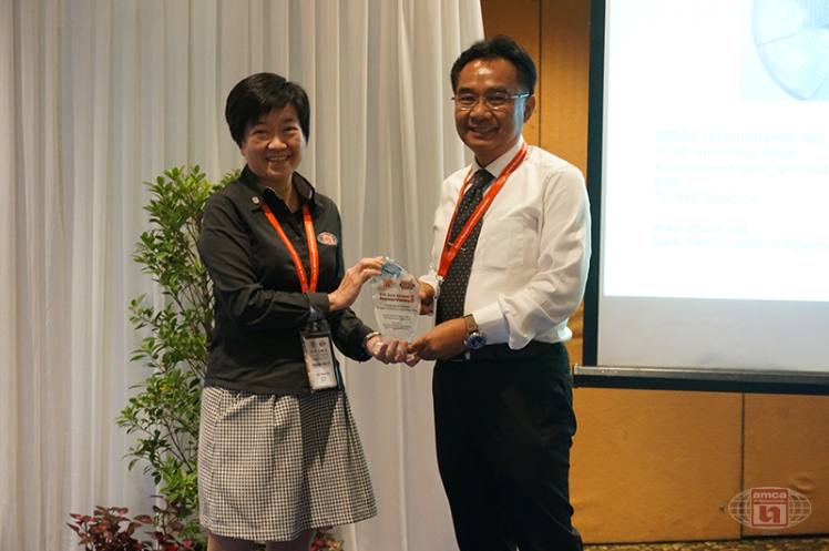 Asia AMCA Annual Regional Meeting 2016: Presenting a Token to Sponsor Kruger