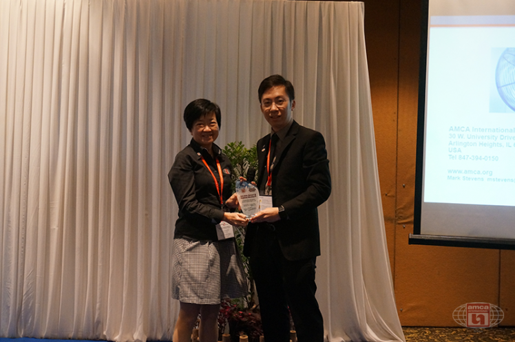 Asia AMCA Annual Regional Meeting 2016: Presenting a Token to Sponsor Nicotra